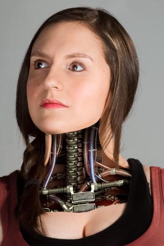 Model: Faye Alzaim